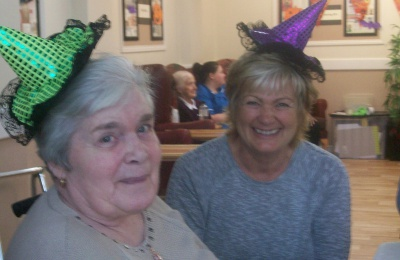 Diagrama Foundation: Edensor residents enjoy Halloween fun