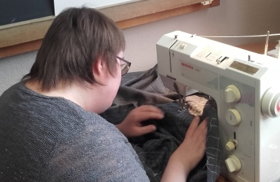 The day centre at Group Ubuntu encourages participants to get involved in all art formats, including needlecraft. Some clothing created here has been used in film productions. Diagrama Foundation is hoping to introduce activities like these at Cabrini House.