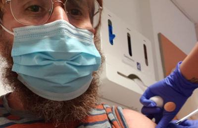 Diagrama CEO receiving Coronavirus vaccine