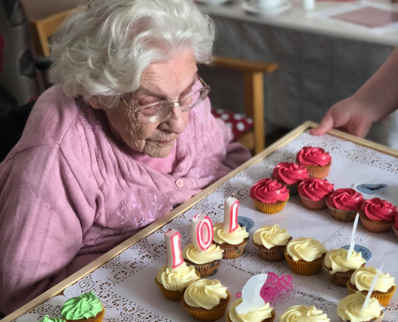 Diagrama Foundation: Staff at Edensor's Care Centre help celebrate a resident's 101st birthday